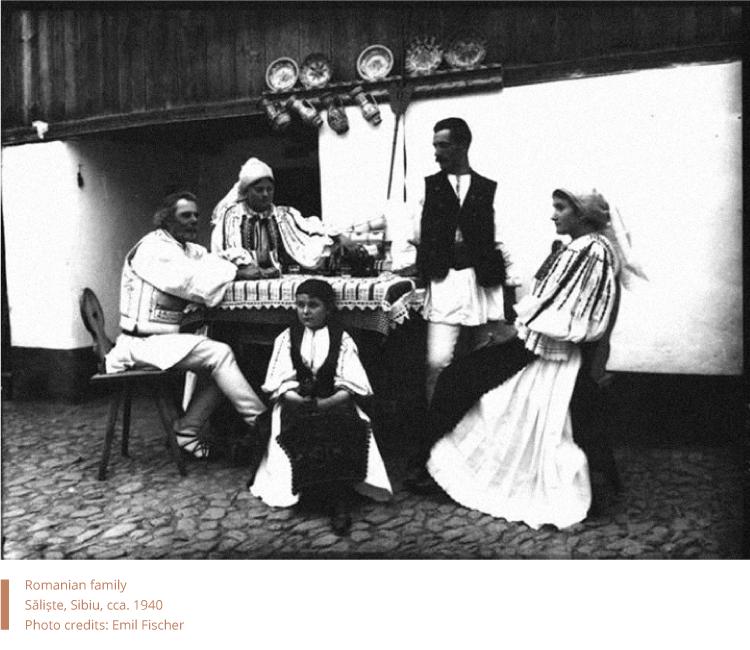 Romanian family, Săliște, Sibiu, cca. 1940. Photo credits: Emil Fischer