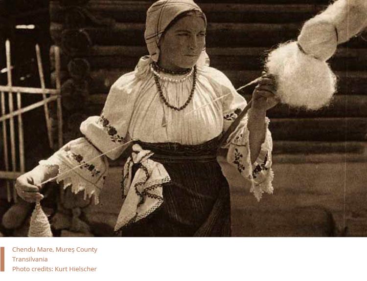 Folkwear-Society-Technique-Woman-spinning-wool-romania